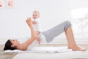Zaakceptowanie ciała po ciąży - szczęśliwa mama