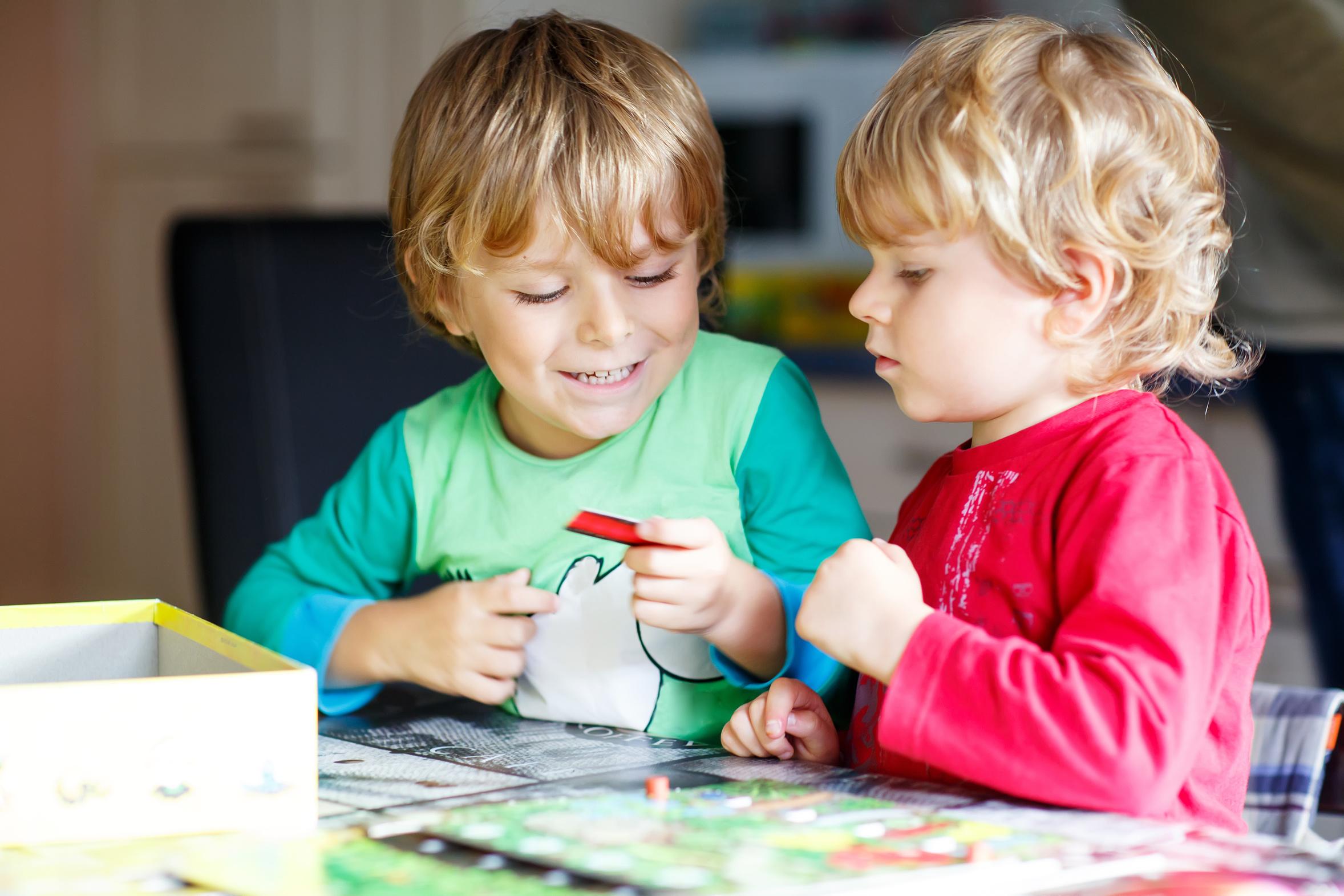 Najlepsze gry planszowe dla małego dziecka - sposoby na wspólną zabawę
