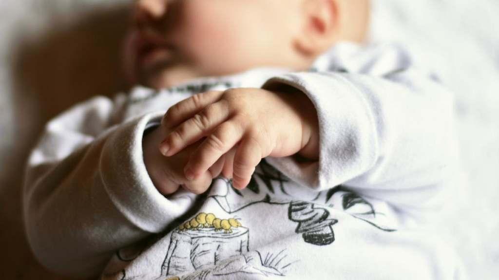 Katarek u dziecka - czyszczenie rurki aspiratorai