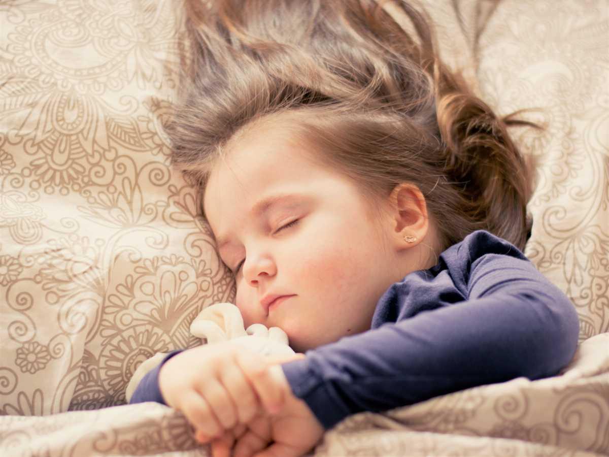 Dziecko nie może spać z katarem