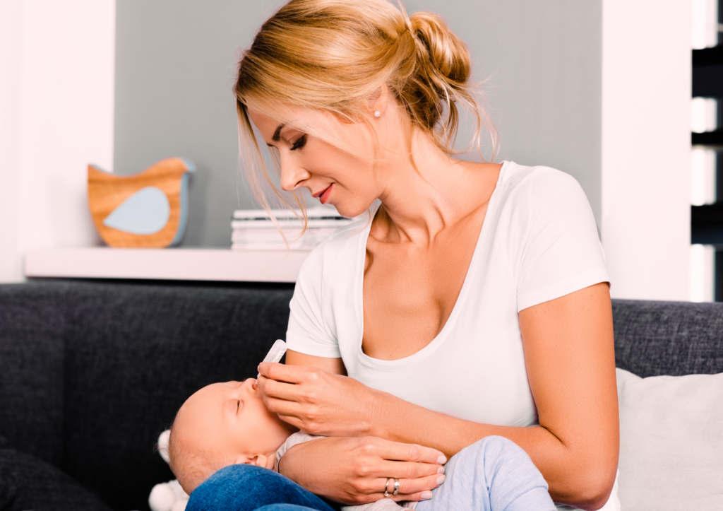 oczyszczanie oczu i uszu noworodka