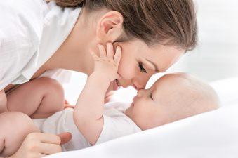 mama i niemowlę po wyleczeniu katarku